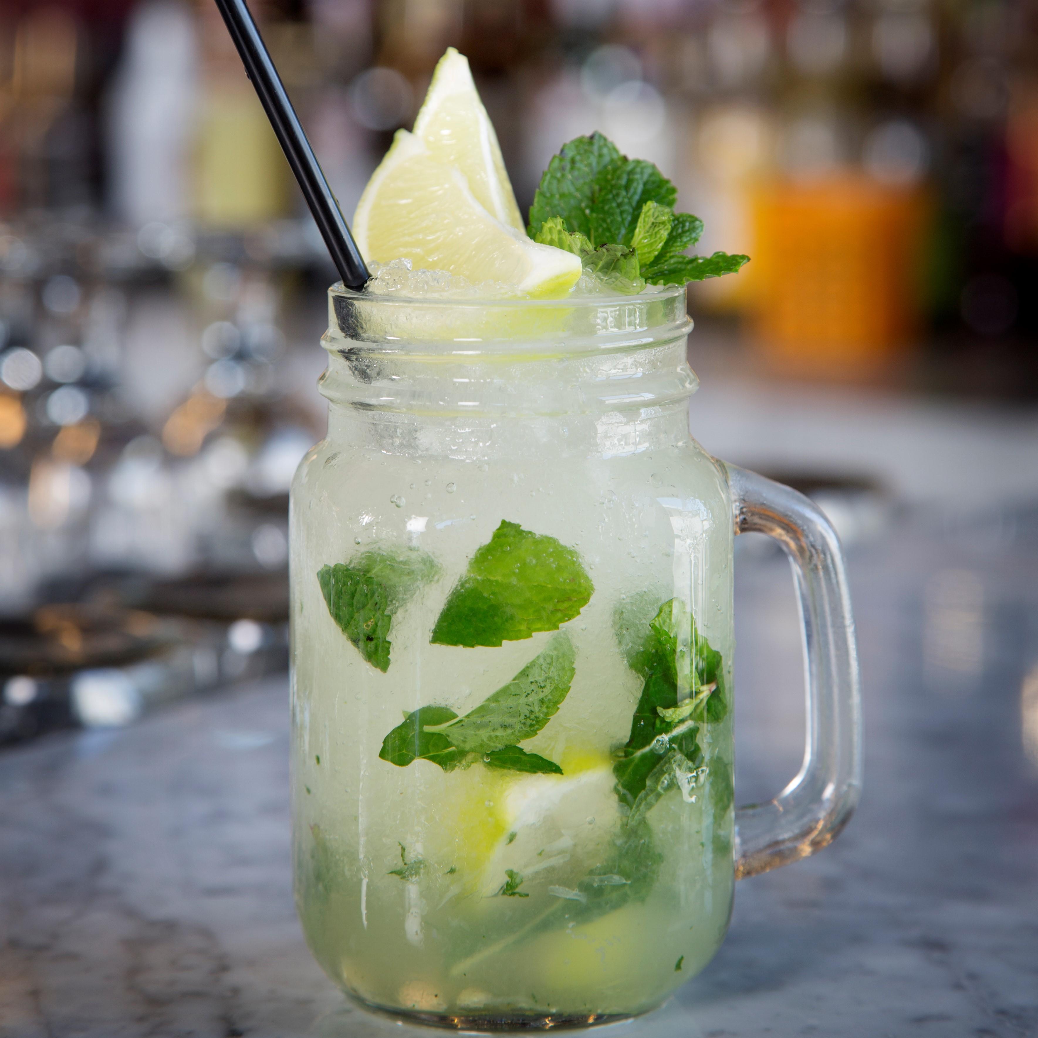 DIY Cocktail Tips: Mixing The Perfect Mojito